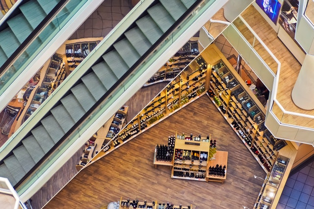 a top down view of an iot and ai augmented retail space