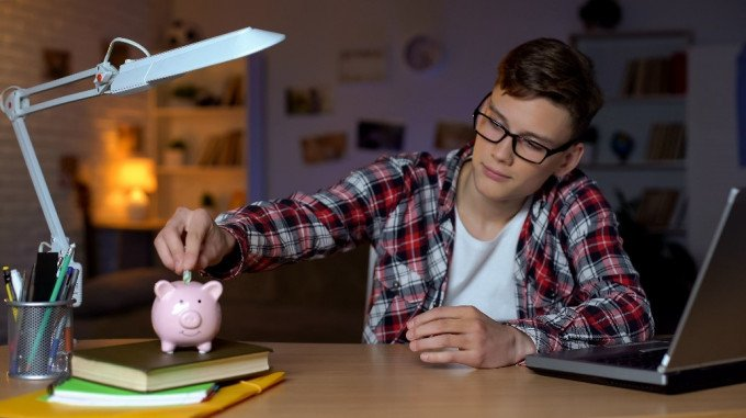 How to Budget for Teenagers: 7 Tips from Financial Experts