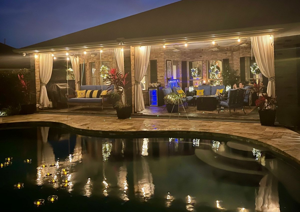 Outdoor Entertaining with Floating Tea Lights
