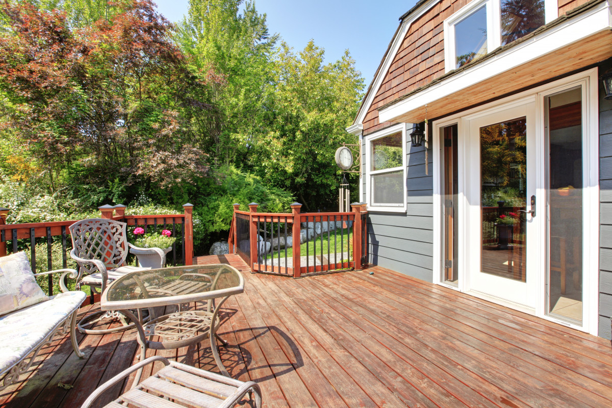 8+Tips for Oiling a Deck