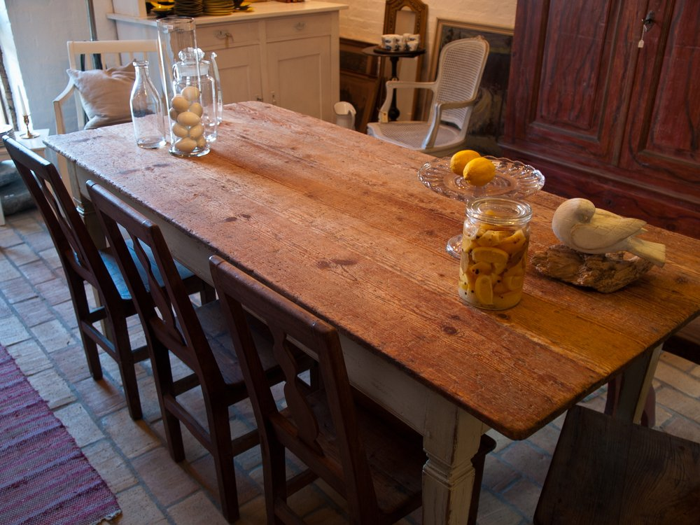 How To Pick The Correct Oil For Wood Furniture