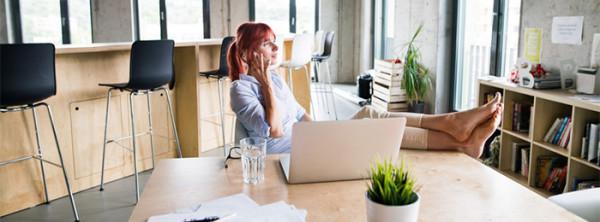 Müde Beine im Büro – Wie Du schweren Beinen vorbeugst