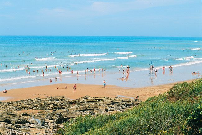 Surfing_in_south_west_France.jpg