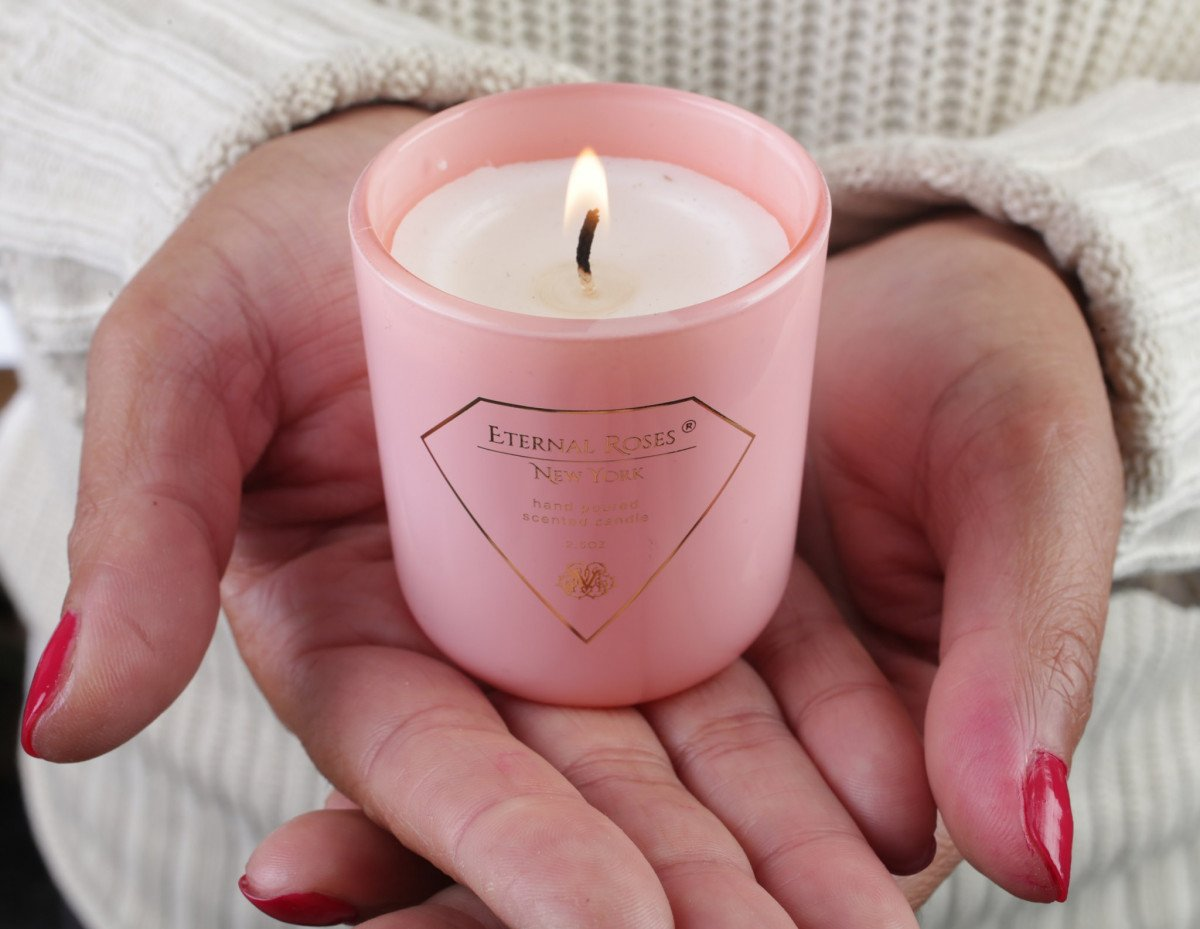 Choosing The Perfect Eternal Roses Candle for Mom