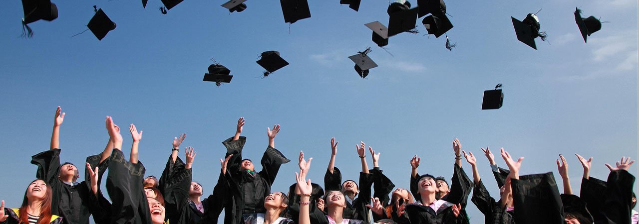 Grad Gift Guide: The Best Gifts for Recent Grads