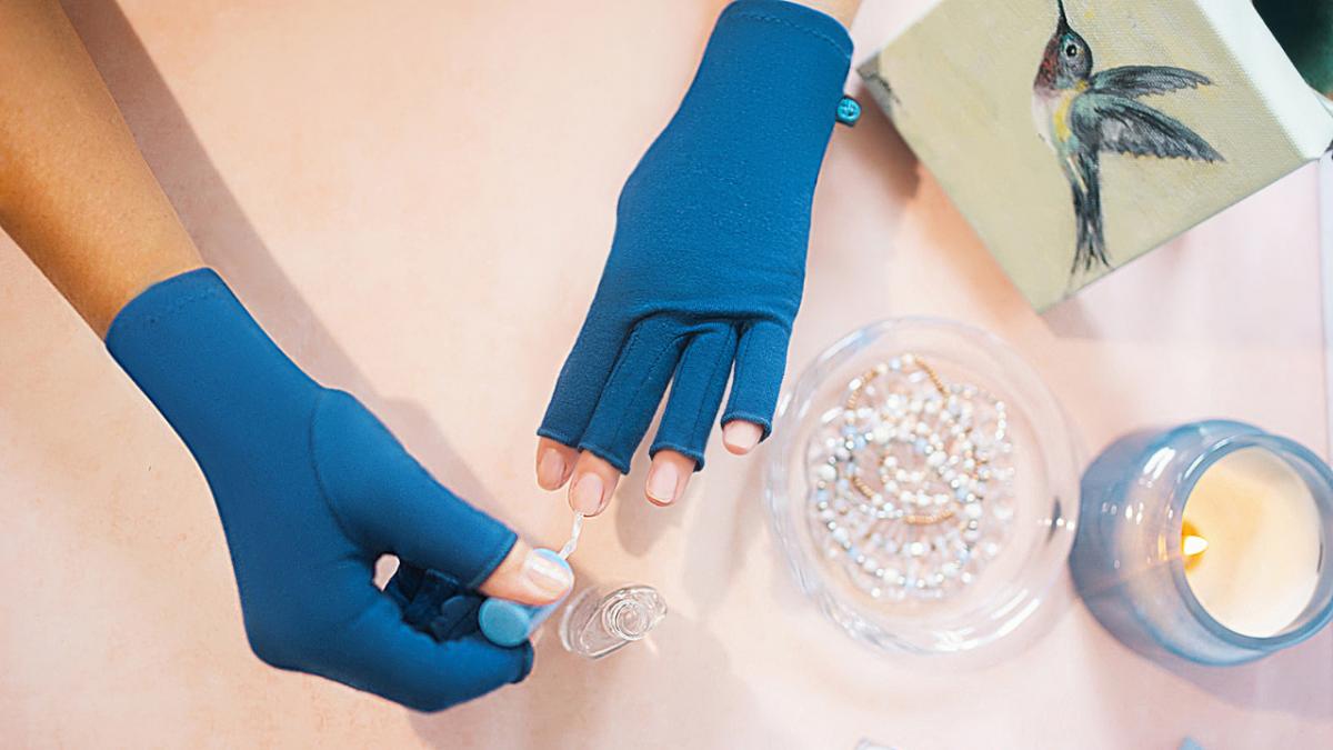 Do compression gloves help arthritis?