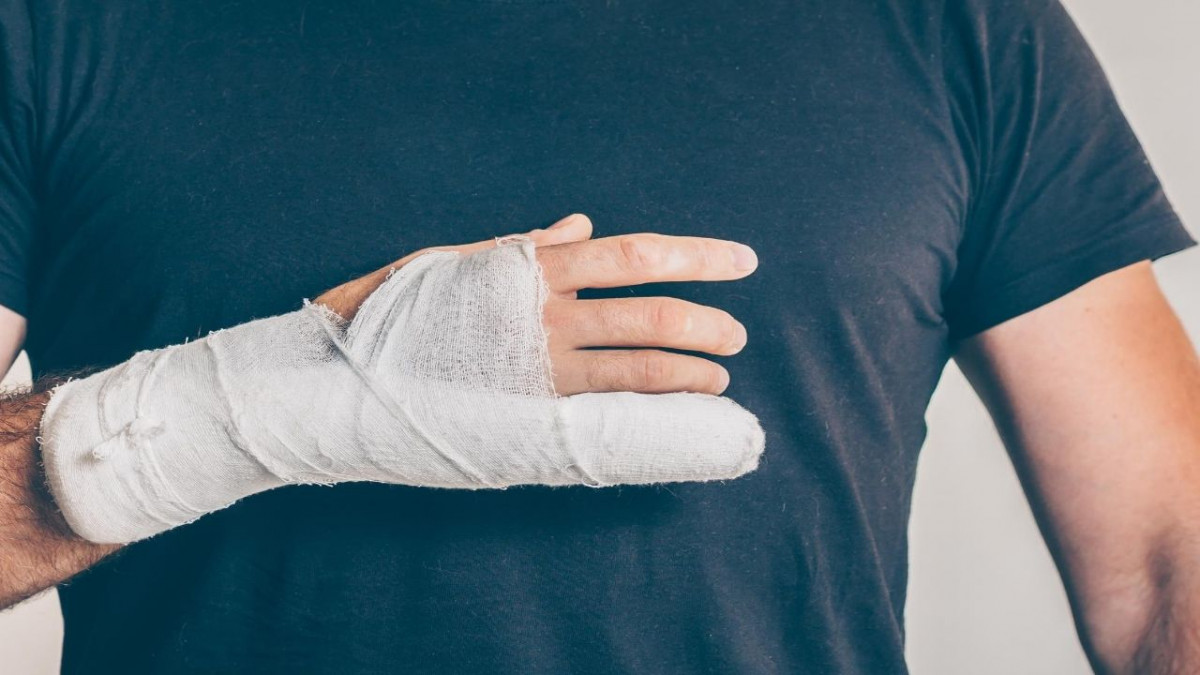 Spotlight on Bone Fracture: Symptoms and treatment