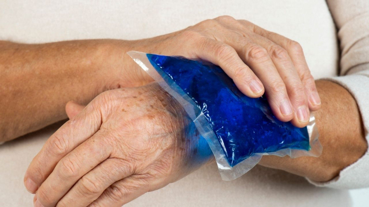 When to apply heat or ice for joint pain?