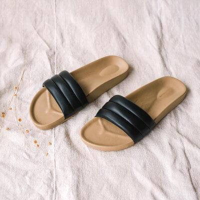 Summer Wellness Essentials - Beatrice Valenzuela Classic Sandalia Black