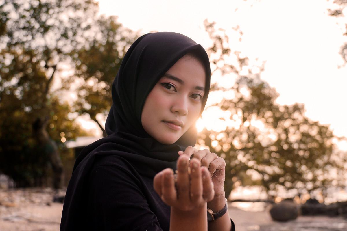 makeup hijab look black jersey
