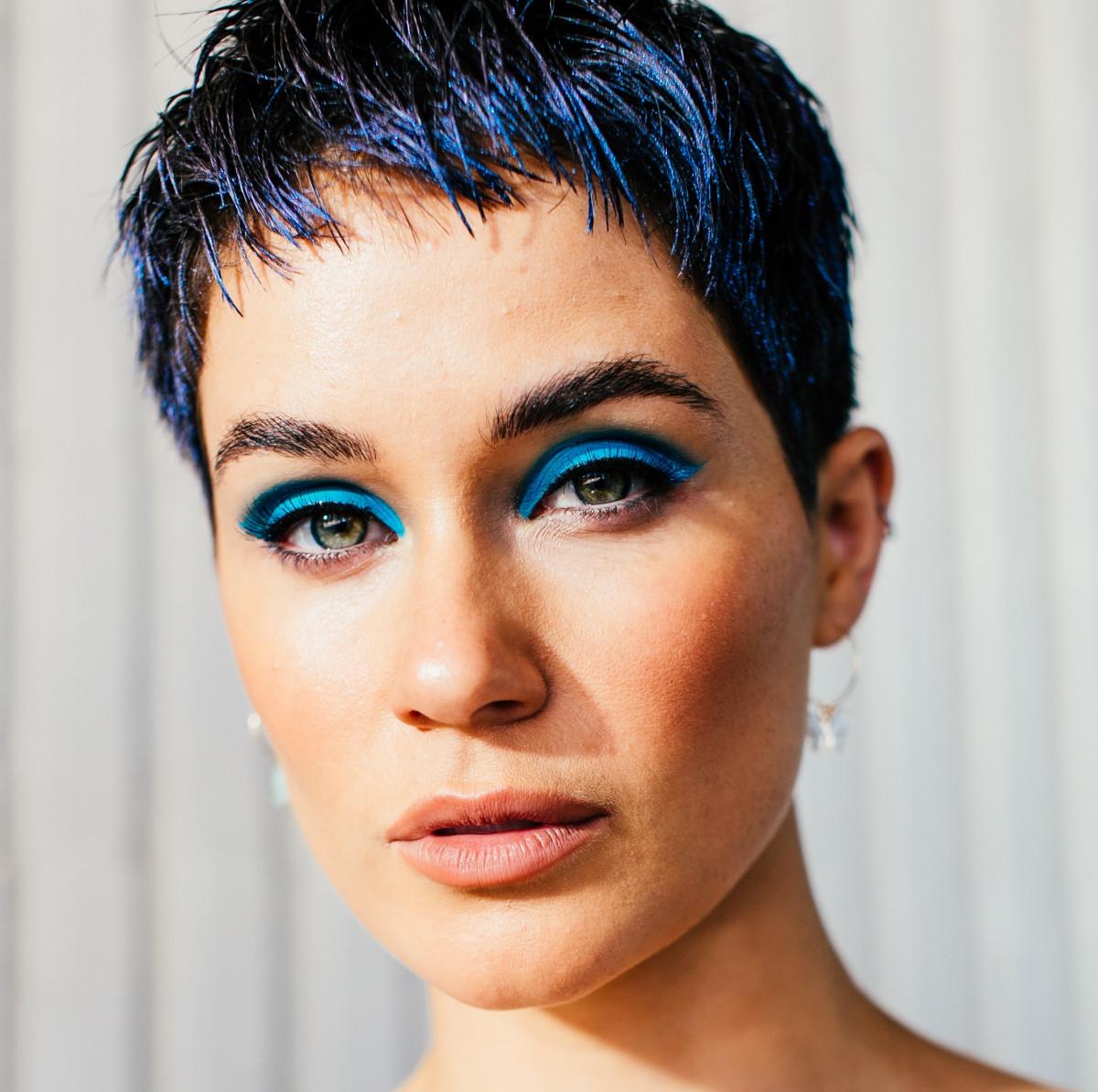 fall eyeshadow looks blue