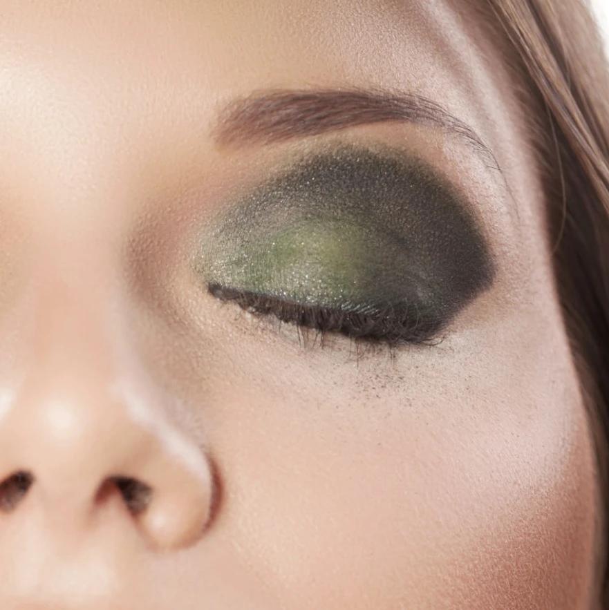 fall eyeshadow looks 2021 green