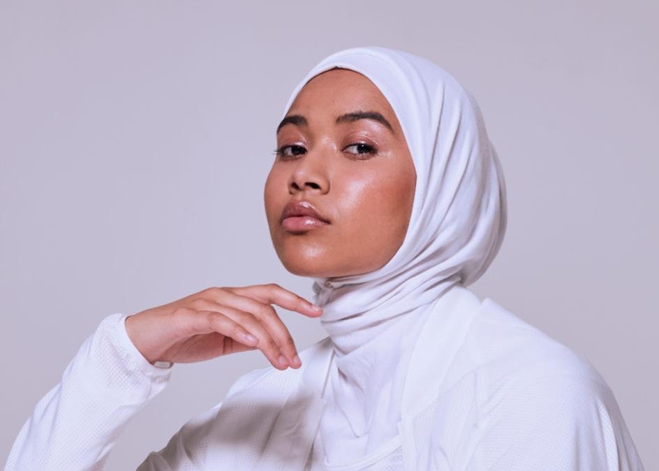 hijab makeup look white jersey