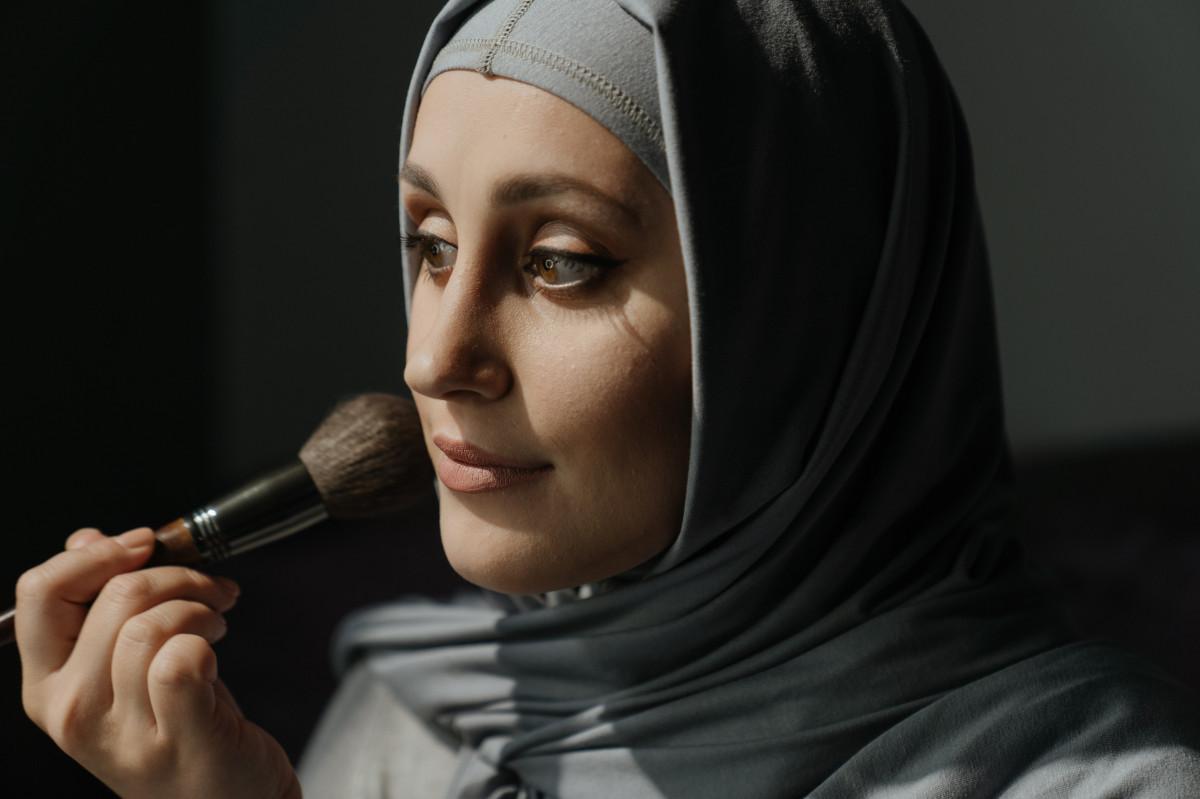 muslim scholars nail polish makeup halal makeup cosmetics