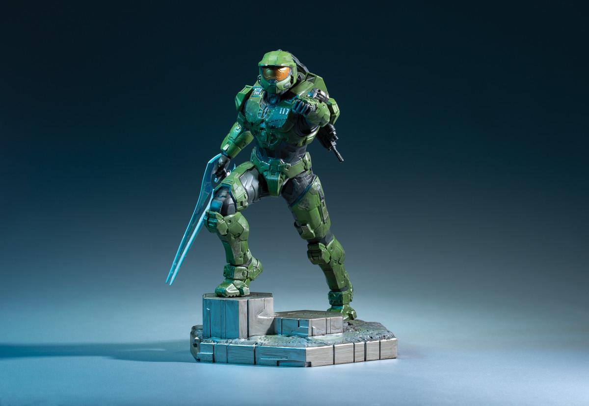 Dark Horse Announces New Halo Infinite: Master Chief With Grappleshot PVC Statue!