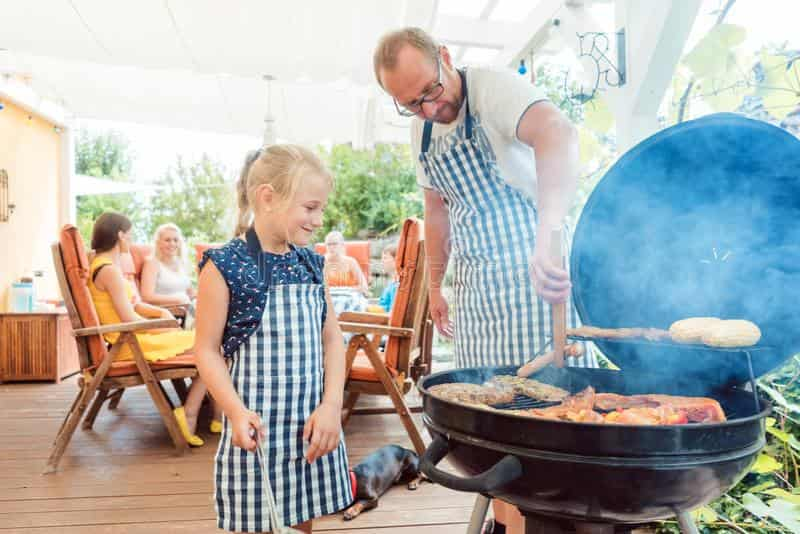 dad with kid bbq in aprons