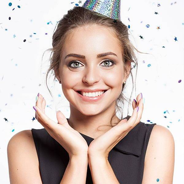 How to Have Great Time at the Party While Wearing Contact Lenses