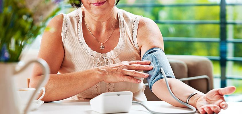 Wat zijn de voor- en nadelen van zelf bloeddruk meten?
