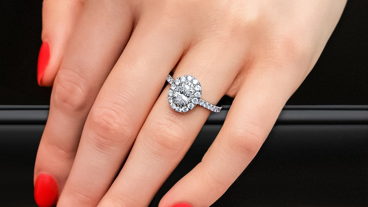 Save Money Buying An Engagement Ring - Our Top Tips