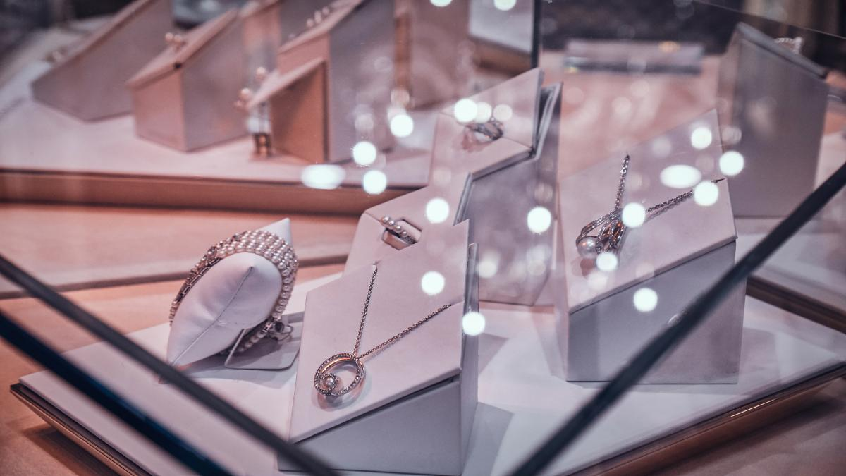 Fine Jewellery and Fashion Jewellery - What Are The Differences?