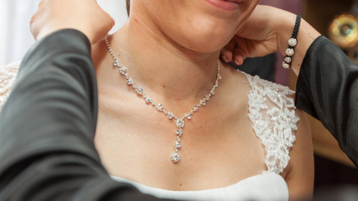 Your Wedding Dress And Bridal Jewellery – Match Them To Make An Impression