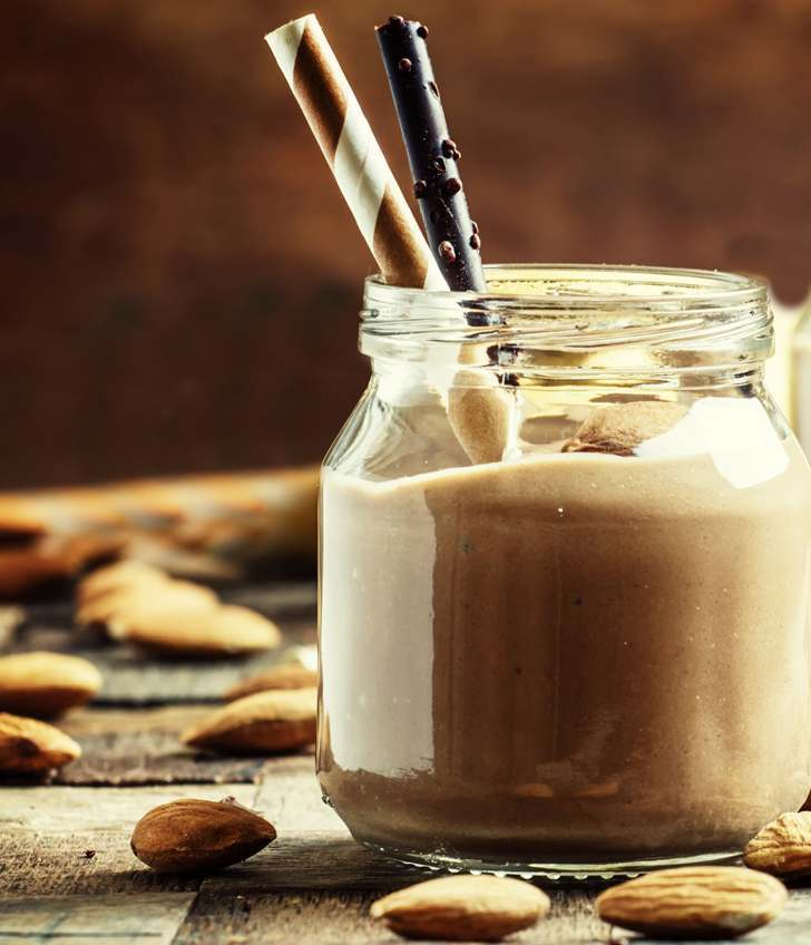 Low Calorie Chocolate Almond Smoothie