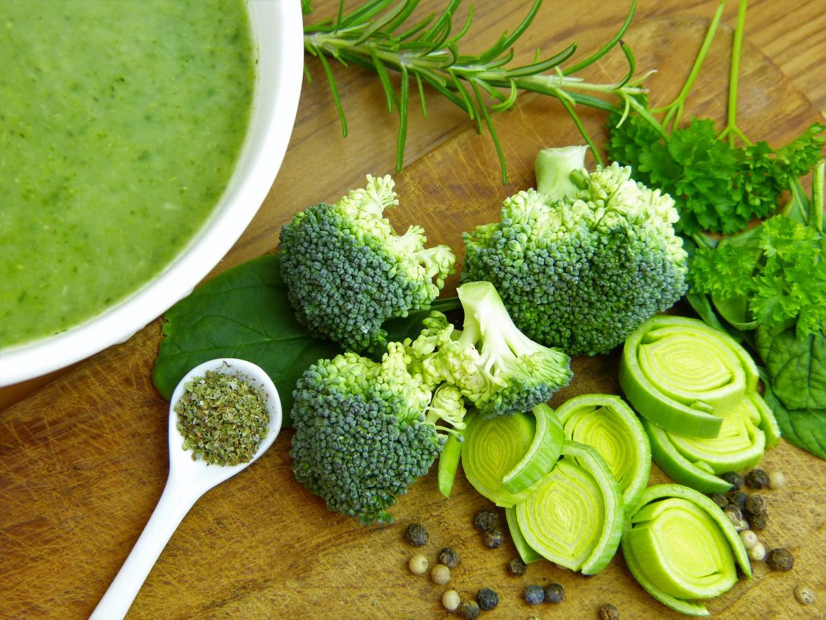 Scopriamo le caratteristiche nutrizionali di  10 alimenti vegetali e verdura verde