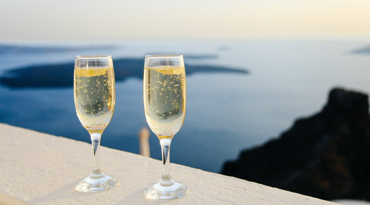 11 Non-Alcoholic Champagne & Sparkling Wine Options [2021]
