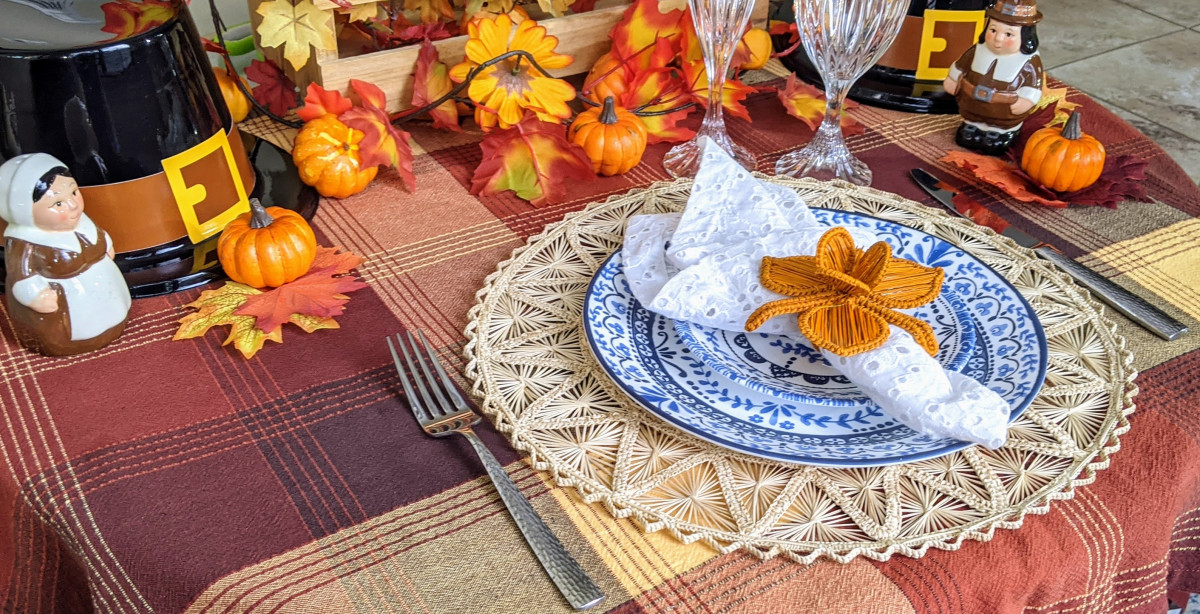Pretty Thanksgiving Tablescape with Woven Placemats