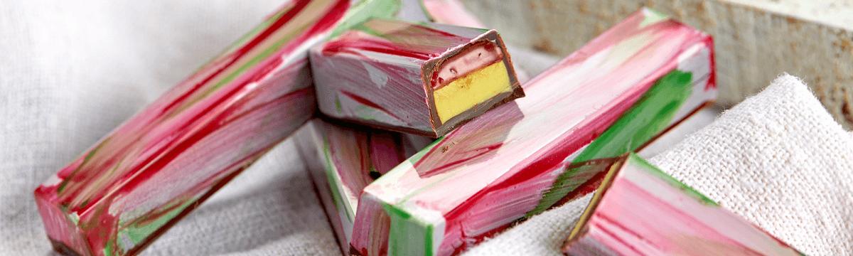 Rhubarb and pistachio bars