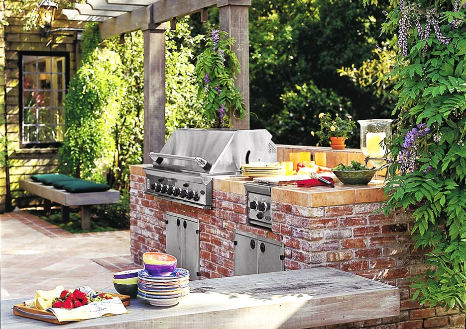 How To Create An Outdoor Kitchen And Dining Area