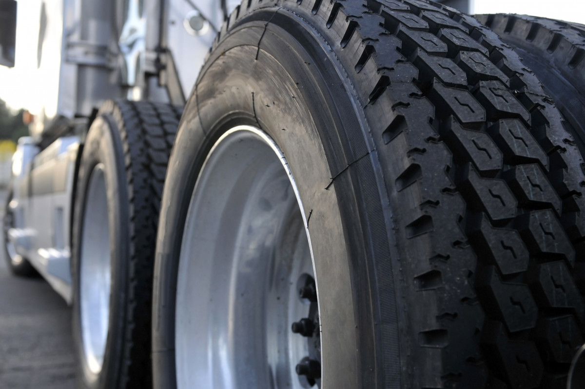 Quick Guide to Semi-Truck Tire Positions