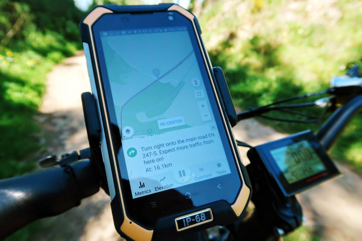 How to use a Smartphone for GPS Navigation - handlebar mounted smartphone