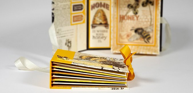 August VOLUME Event - Wandering Bee Box with Bonus Mini Book