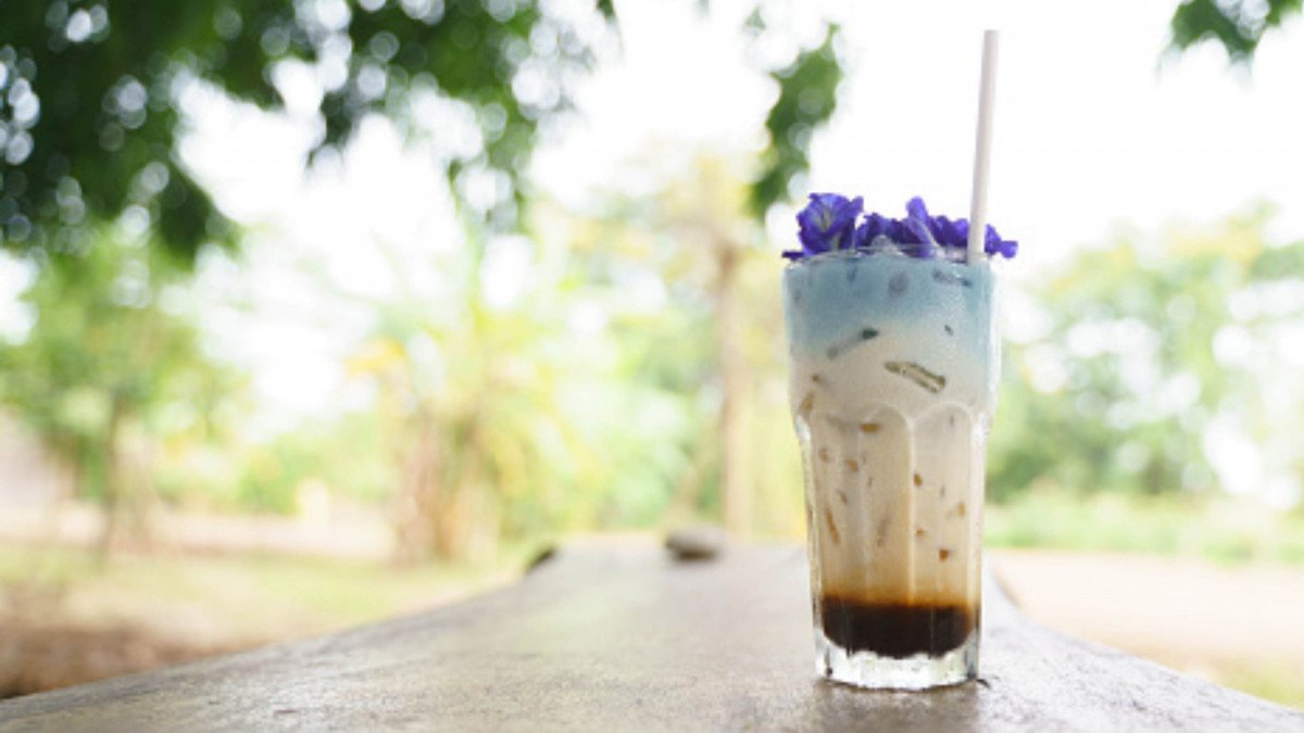 Now is the time to try this magical Butterfly Pea Flower Latte