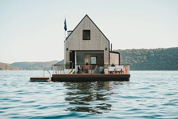 Quand louer un chalet flottant au milieu d'un lac devient possible