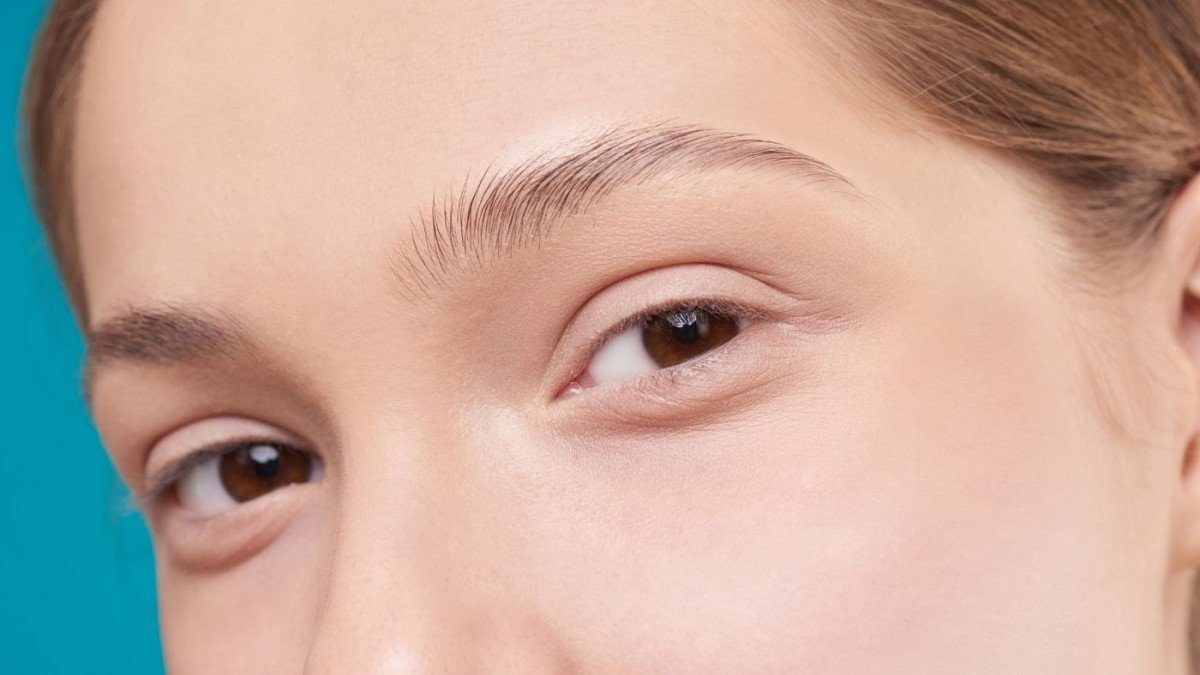 How to remove eyebrow hair at home