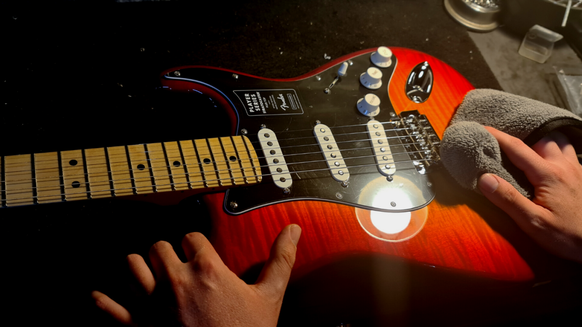 How to maintain your guitar - Microfiber cloth