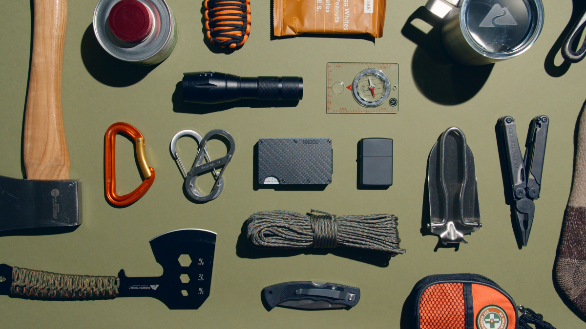 GUIDE TO YOUR EVERYDAY CARRY | THE RIDGE