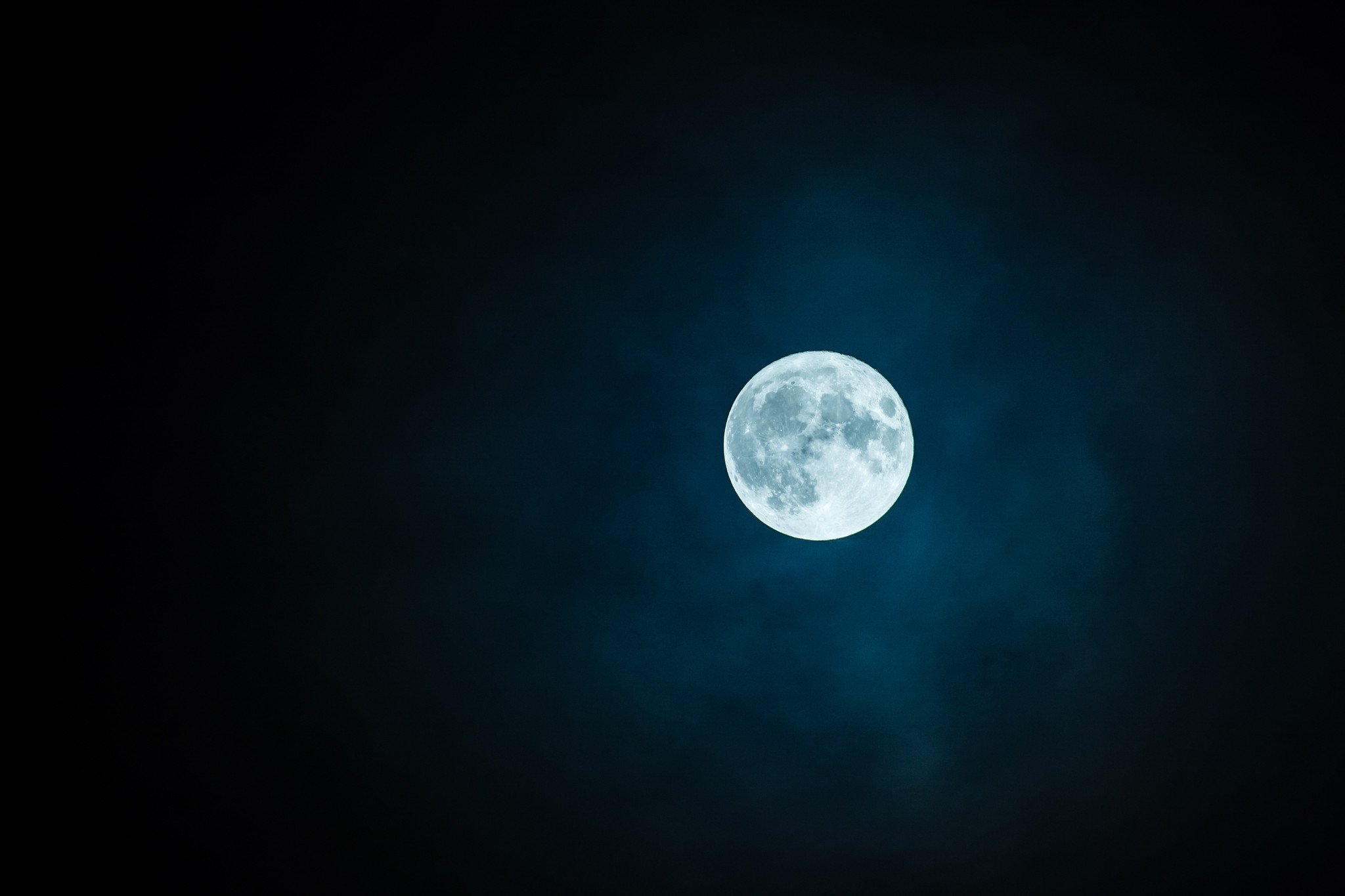 How to Cleanse Your Crystals With The Full Moon