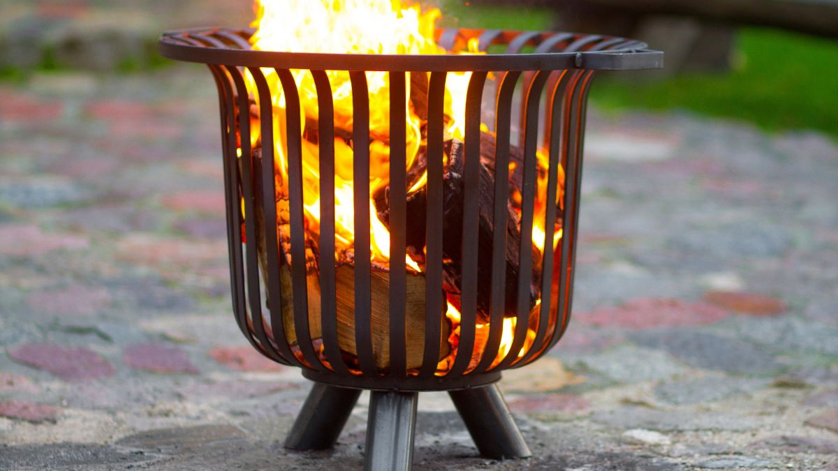 Is Burning Wood Outside Legal in the UK?