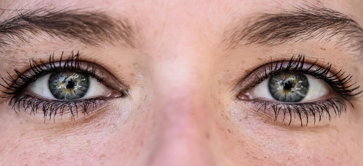 Best eyelash serum vitamins