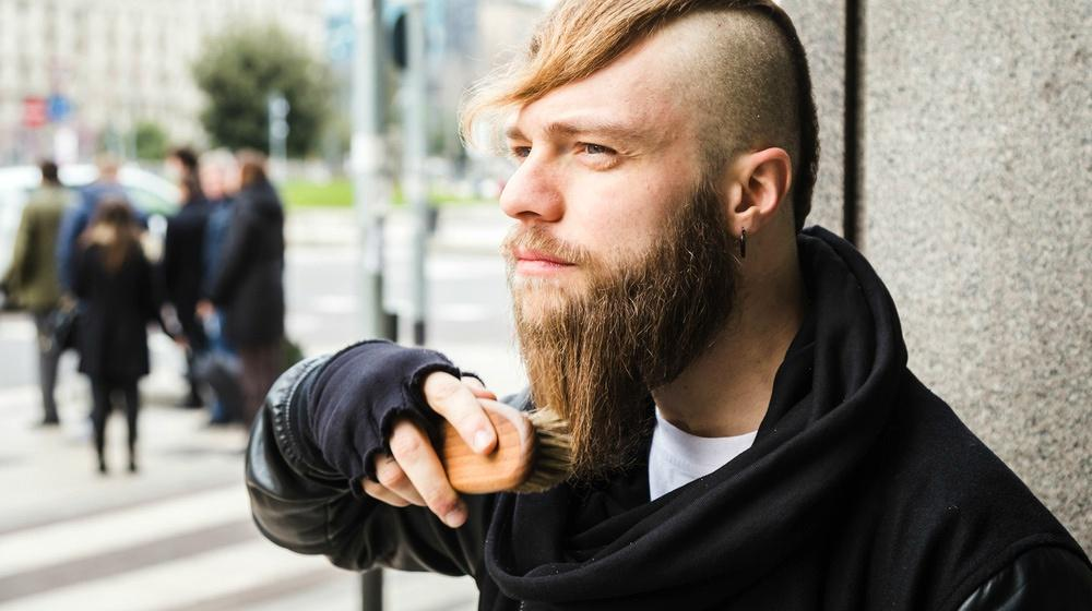 Beard Brush VS. Beard Comb | What's The Right Choice For You?