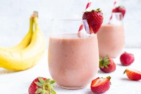 Strawberry/Banana Smoothie (+ Energy Bomb)